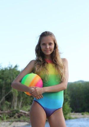 Bikini nude teen Kate Hudson
